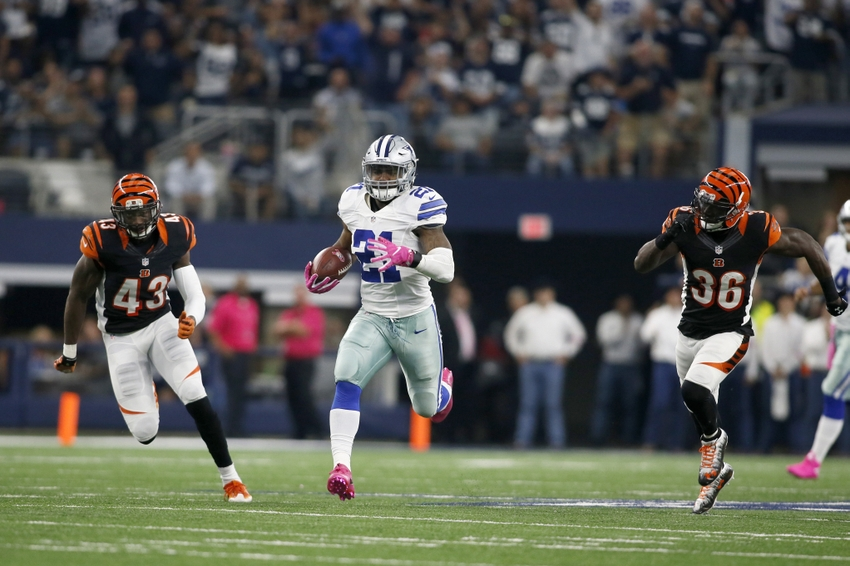 3cbaf78d209 Oct 9, 2016; Arlington, TX, USA; Dallas Cowboys running back Ezekiel