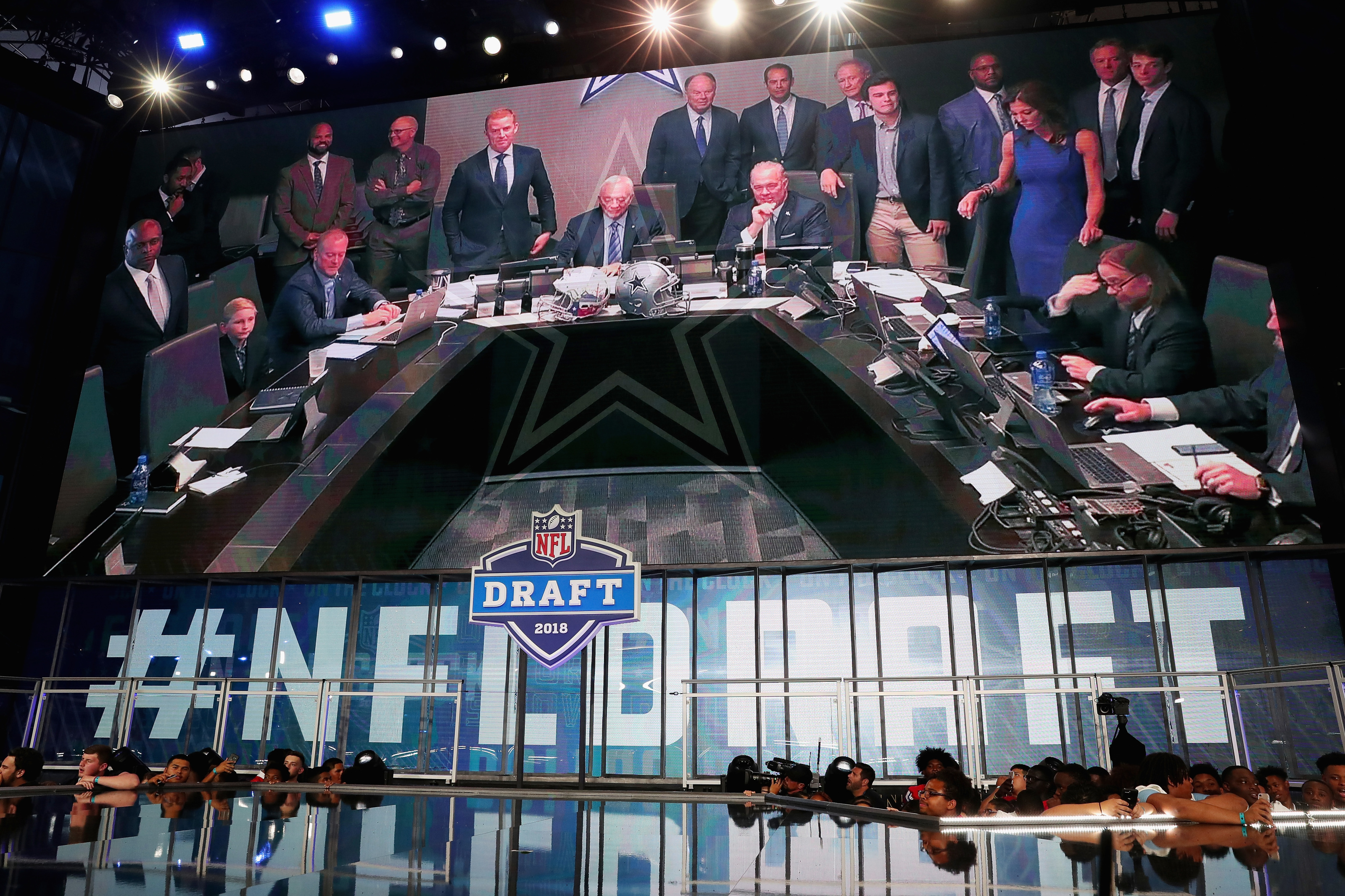 Dallas Cowboys trade up for a unicorn in new mock draft